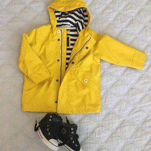GAP raincoat Size 2T & Converse Toddler Boy Size7